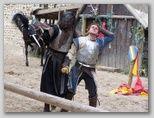 La fête ne dure pas puisque Torvak et ses serviteurs arrivent!